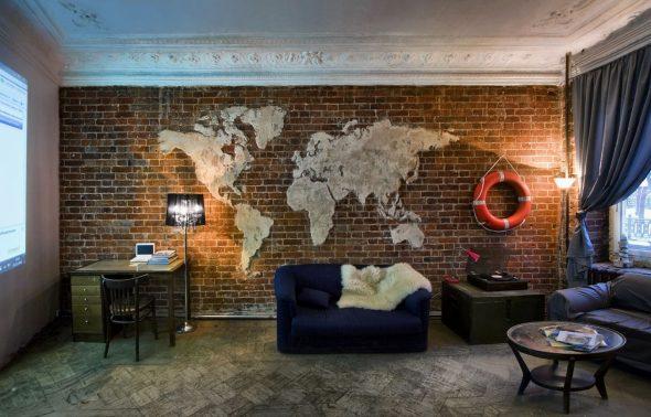 Декор кирпичной стены в виде карты мира