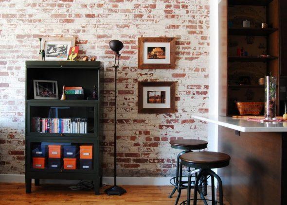 Красивая кирпичная стена в квартире