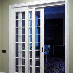 Раздвижная дверь с тремя дверными полотнами