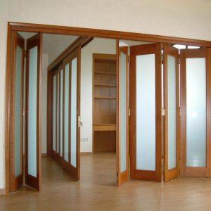 Дверь-гармошка из шести полотен