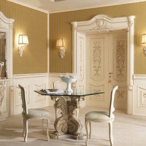 Светлые распашные двери в классическом стиле