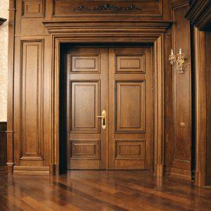 Классическая дверь из массива дуба