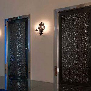 Парные двери со сложным узором