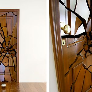 Необычный декор двери