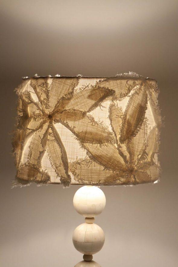 Декор лампы мешковиной