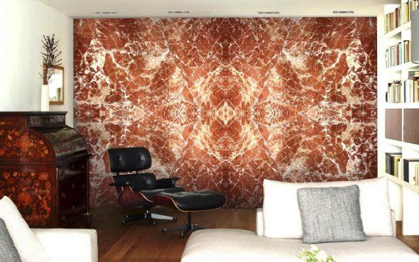 Каменная стена с красивым узором в квартире