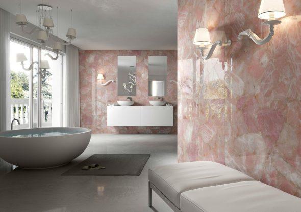 Отделка ванной комнаты розовым камнем