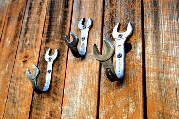 Вешалка из гаечных ключей