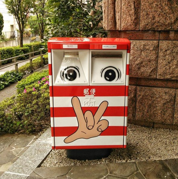 Яркий неординарный почтовый ящик