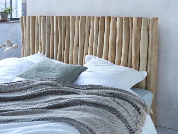 Изголовье кровати из стволов деревьев