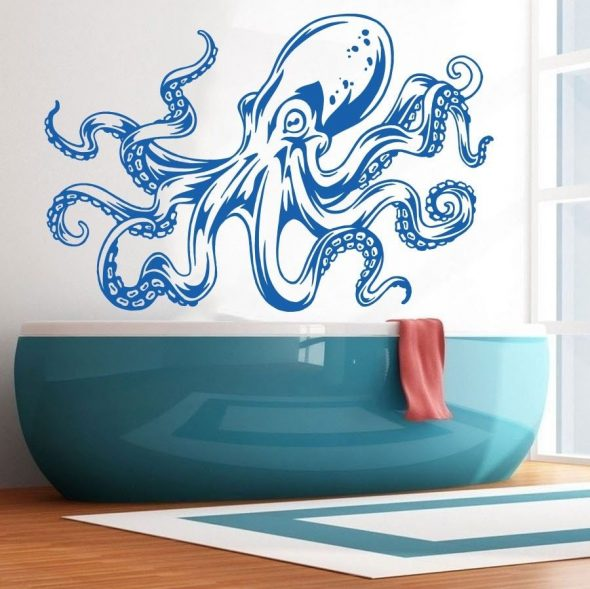 Рисунок на стене в ванной комнате