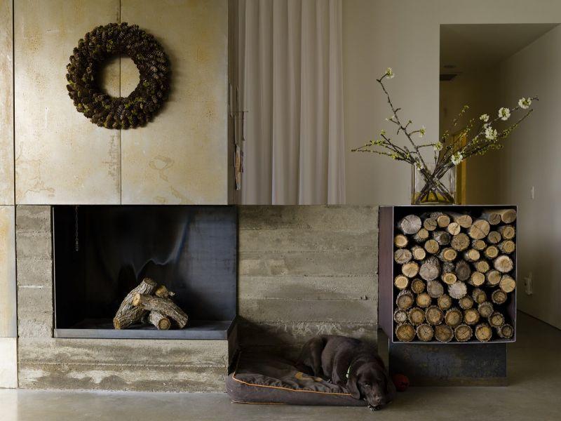 В чём хранить дрова у камина: стильные идеи с фото
