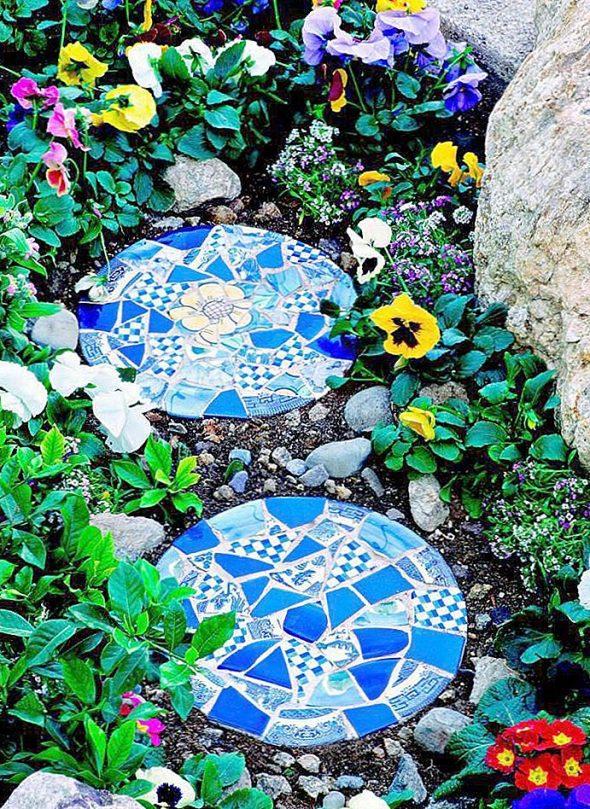 садовая дорожка из старого кафеля