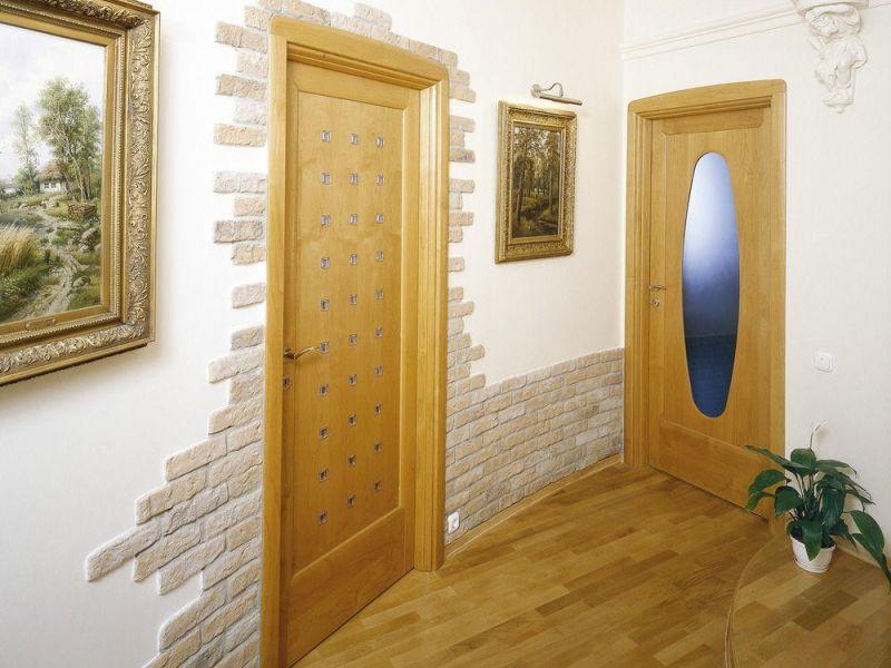 Чем покрыть стены в прихожей вместо обоев: варианты на фото