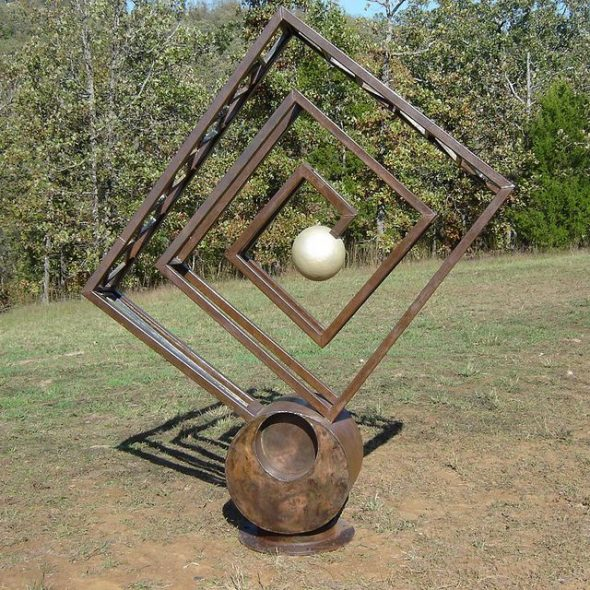 Садовая скульптура из металла