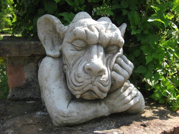 Садовая скульптура из камня