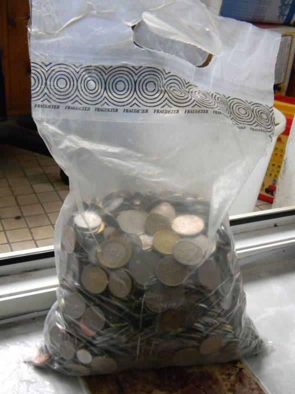 Монеты в пакете