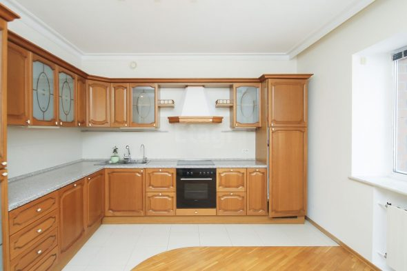 сочетание линолеума и плитки на кухне