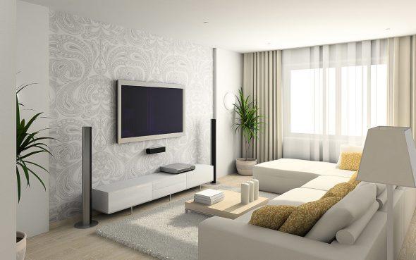 Интерьер зала с большим телевизором
