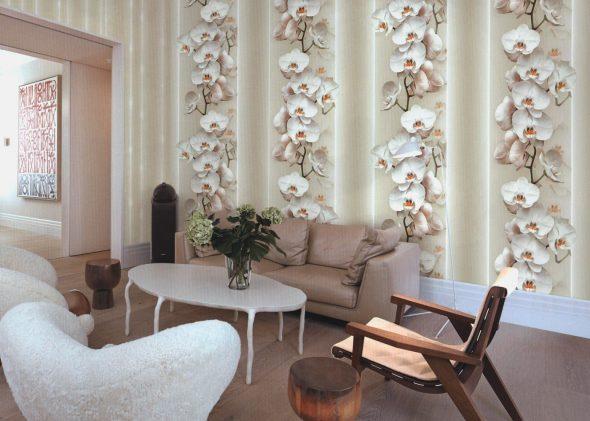Обои с крупными цветами в интерьере зала