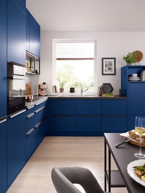 Синяя кухня в современном стиле