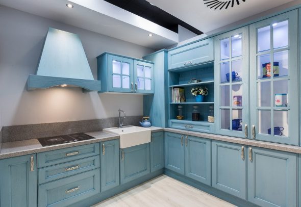 Светло-синяя кухня
