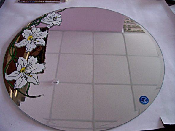 Рисунок витражными красками на зеркале