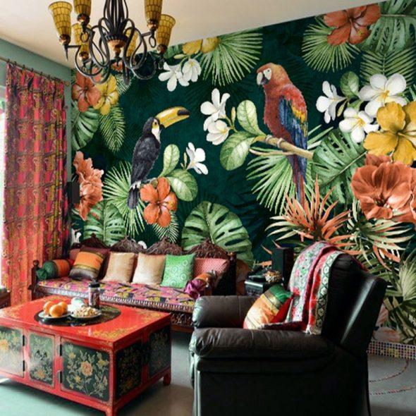 Обои с тропическим принтом в интерьере гостиной
