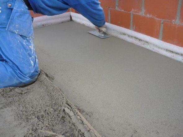 Бетонная или цементно-песчаная смесь для пола