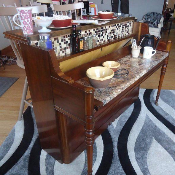 Кухонный стол из пианино