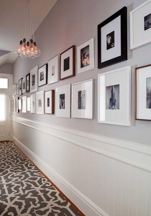 Длинная стена, украшенная фото