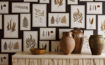 Декорирование стены листьями