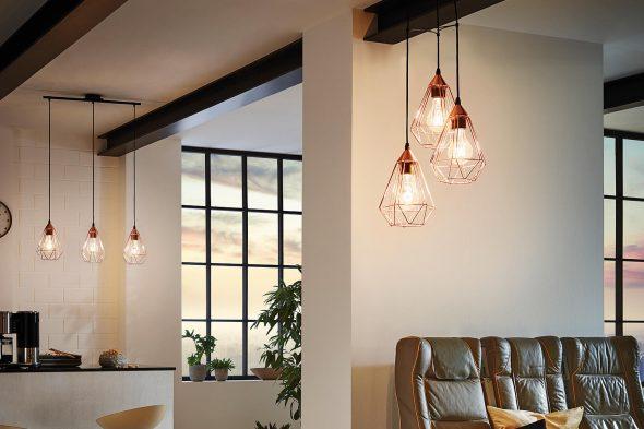 Геометрический светильник в комнате