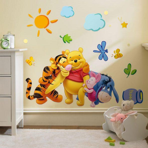 Украшение стены в детской комнате