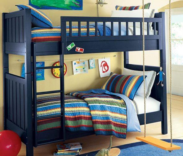 Модель с вертикальной лестницей вплотную к кровати