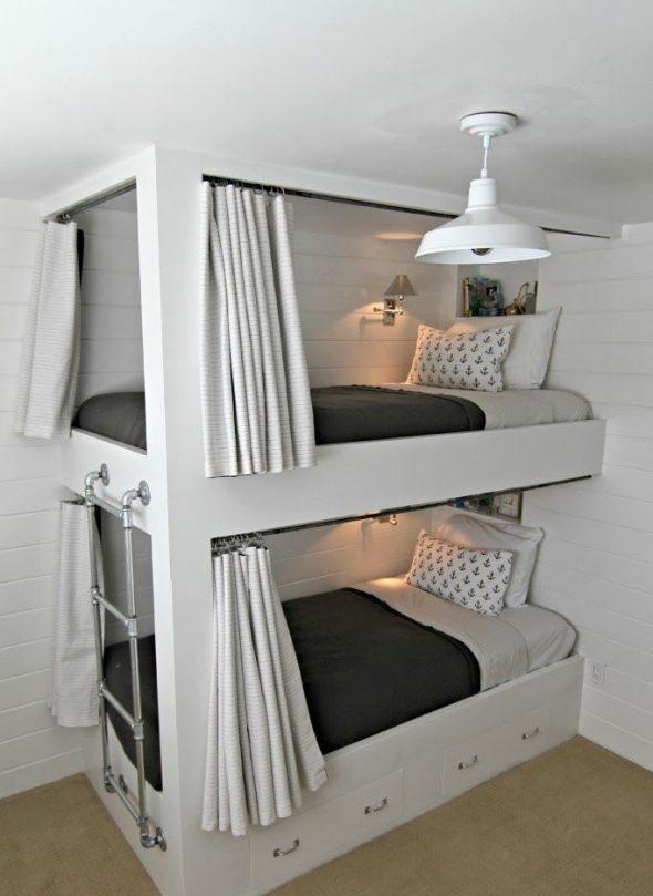 Кровать с железной лестницей и шторками
