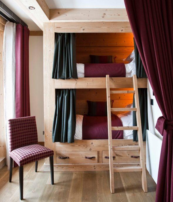 Двухъярусная кровать со шторками