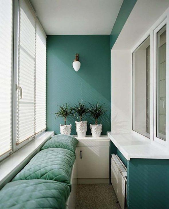 Балкон в белых и зелёных тонах