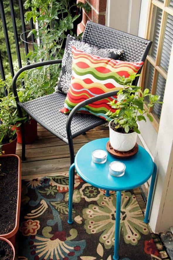 Балкон в простом оформлении