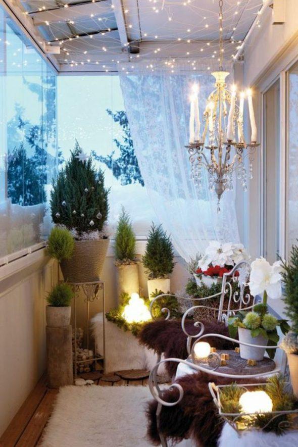 Зимнее украшение балкона