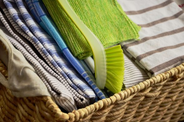 Кухонные полотенца в корзине