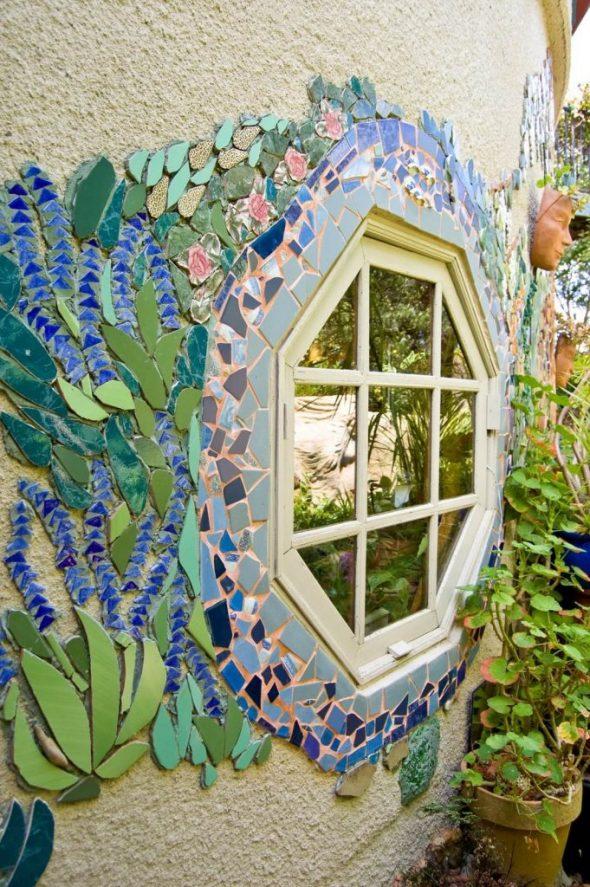 Мозаика вокруг окна