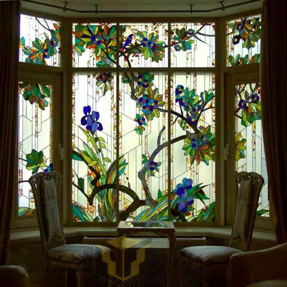 Декор окна витражной плёнкой