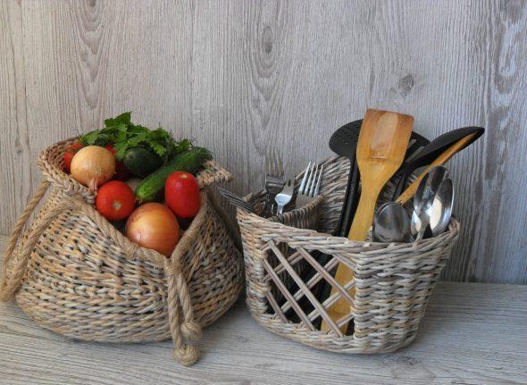 Плетёные корзины на кухне