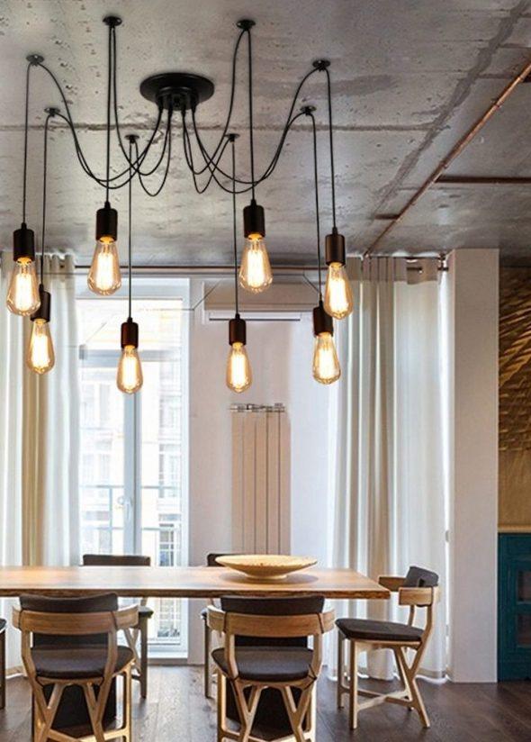 Лампочки, висящие на проводах