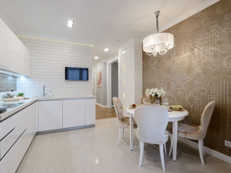 Оформление стены кухни возле обеденного стола: красота в мелочах