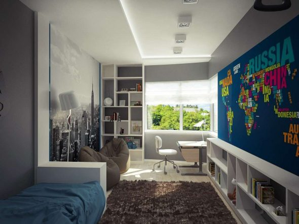 Комната с картой на стене