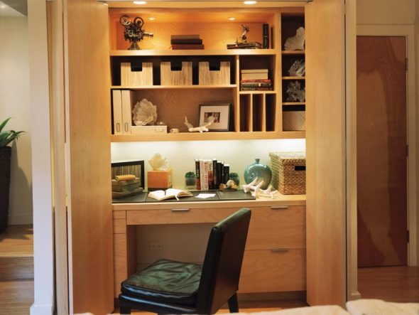 Рабочее место в шкафу
