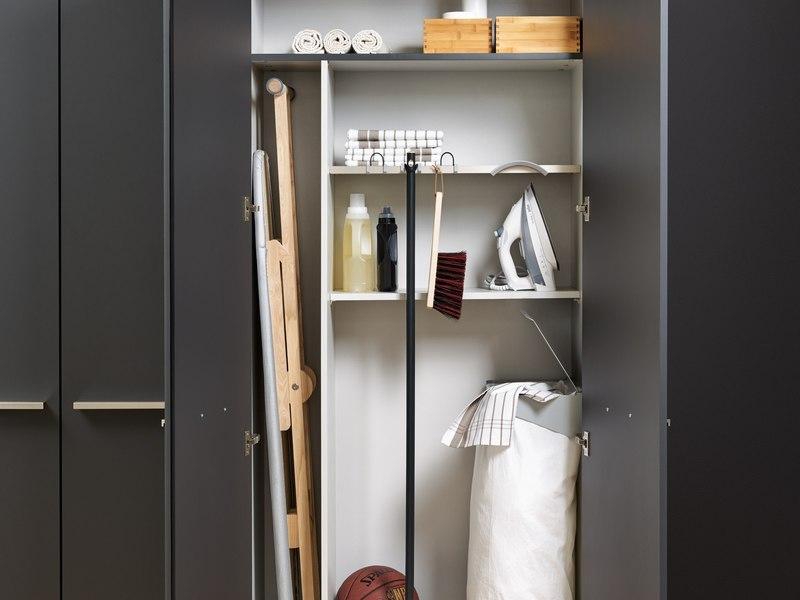 Очень хозяйственный шкаф —прячем бытовые мелочи