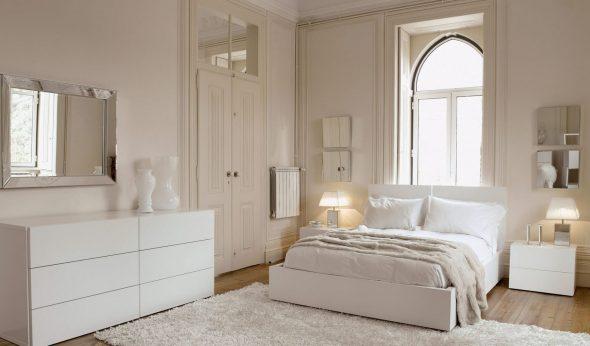 Кремовые стены в спальне